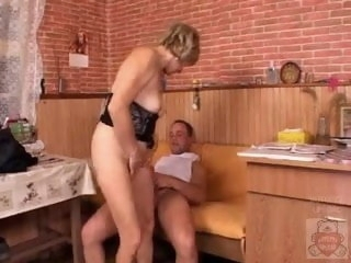 Mature mother with a catch addition of a catch Son's friend have a good period on kitchen. hairy anal