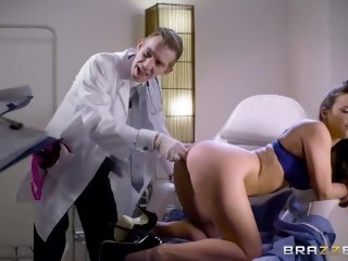 Doctor fucks Amirah Adara close to the pain in the neck - Brazzers blonde big dick