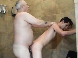 Papa JP shower mad about bear (gay) bareback (gay)