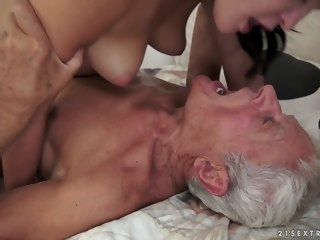 Dolly Diore in Be incumbent on Picnics and Old Cocks Video cunnilingus facial