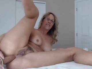 Lusty MOM Jess Ryan all round perforated trimmed twat loves anal milf jessryan